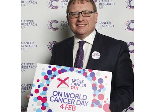 Nuneaton MP Supports Cancer Research UK'S Cross Cancer Out